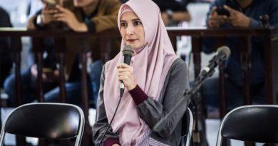 Inneke Koesherawati memberikan keterangan saat bersaksi pada sidang lanjutan kasus dugaan suap mantan Kalapas Sukamiskin Wahid Husein. (Foto: ANTARA FOTO/M Agung Rajasa)